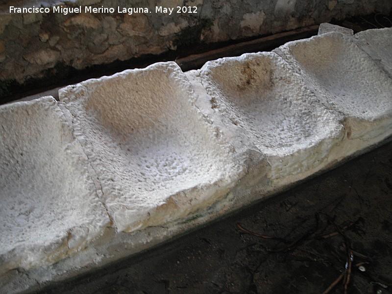 Fuentes de piedra antiguas latest finest perfect with for Pica lavadero roca